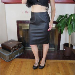 The limited lined black skirt